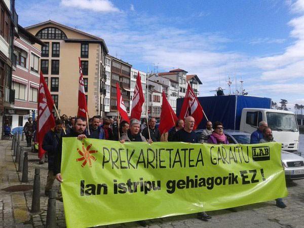 LAB-ek deituta, atzo Lekeition egin zen manifestazioa. Argazkia: LAB