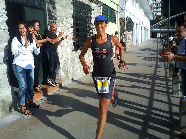 Koaxiko triatletak Ondarroako proban parte hartzen