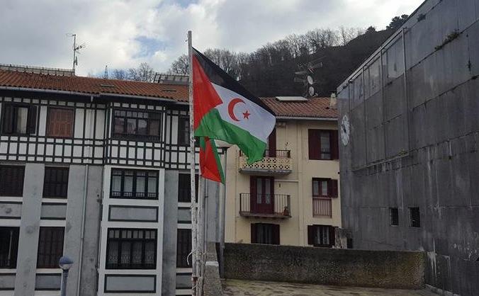 Saharako bandera, Ondarroako udaletxean. Argazkia: Yaalah elkatea.