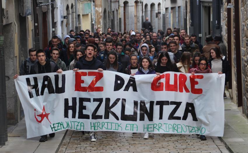 Ikasle Abertzaleak hezkuntza ereduaren aurkako manifestazioa Markina-Xemein