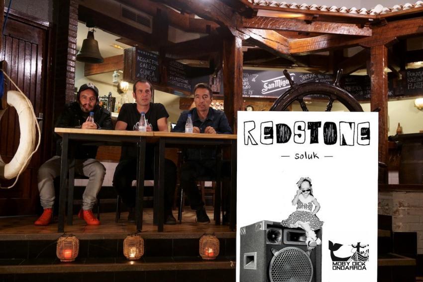 Redstone Soluk musika zikloaren aurkezpena. Ezkerretik eskumara: Txomin L. Aramaio, Aiert Goenaga eta Keu Agirretxea. Argazkia: Asier Rivera