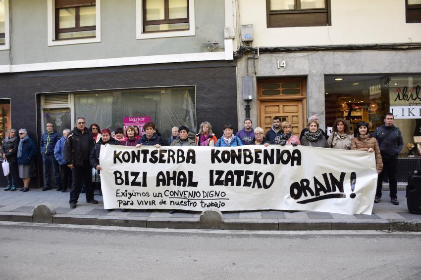 Kontserba sektoreko langileek Ondarroan egin duten protesta