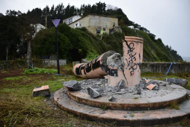 Ondarroako monumentu frankista, eraitsita