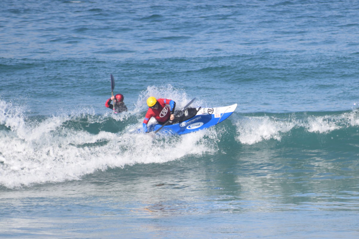 Mendexa kayak surf txapelketa