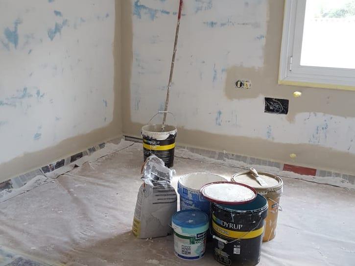 Etxebizitza huts batea, pintura lanak egiten